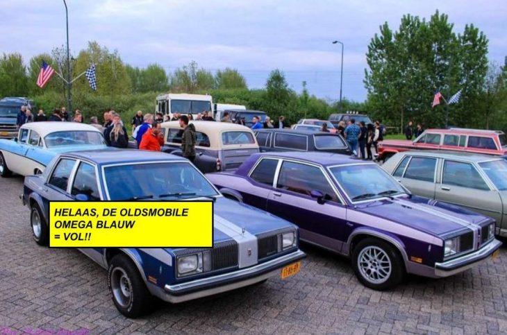 Deze Oldsmobile Omega blauw rijdt mee op zaterdag, maar is al vol!