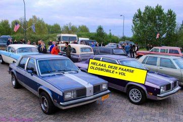 Zaterdag 16 juni: deze Paarse Oldsmobile is helemaal vol geboekt. 2.5 liter 4 cilinder +/- 120 pk